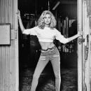 Hailey-Baldwin-Guess-35th-Anniversary-Campaign_28529.jpg