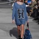 hailey-baldwin-tommy-hilfiger-tommy-land-fashion-show-i_0002.jpg
