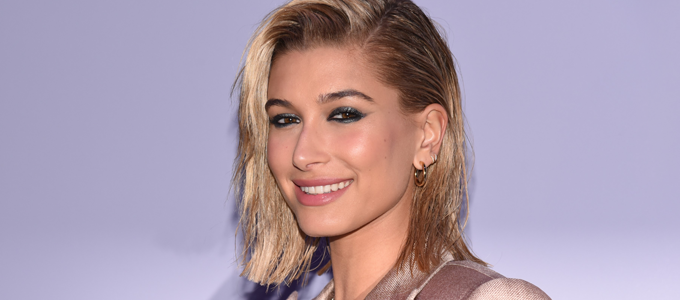 FOTOS: Hailey Baldwin marca presença no desfile de Tom Ford em Nova York