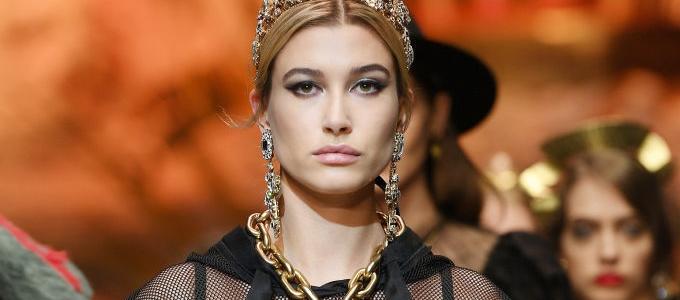 MFW: Hailey Baldwin desfila para Dolce & Gabbana