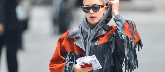 FOTOS: Hailey Baldwin é vista pelas ruas de Nova York