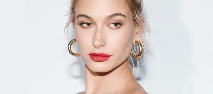 FOTOS & VÍDEOS: Hailey Baldwin comparece ao jantar da Dior em Cannes
