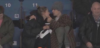 FOTOS & VÍDEOS: Hailey Baldwin e Justin Bieber acompanham jogo de hockey em Ontário