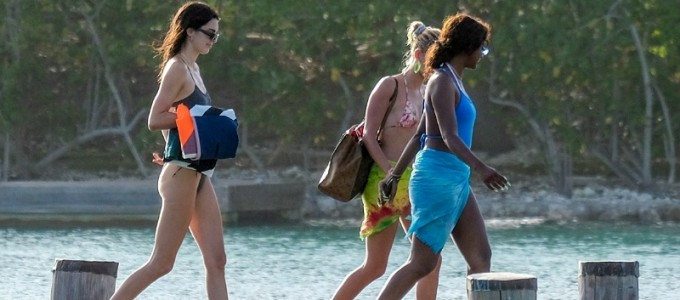 FOTOS & VÍDEO: Hailey e Kendall Jenner aproveitam aniversário de Justine Skye na Jamaica